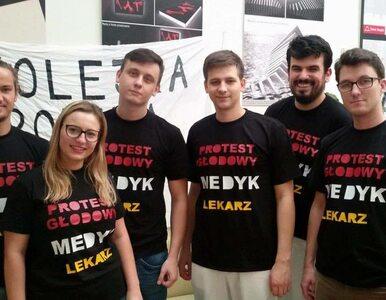 Poszerza się strajk głodowy rezydentów. Dołączyli lekarze ze Szczecina