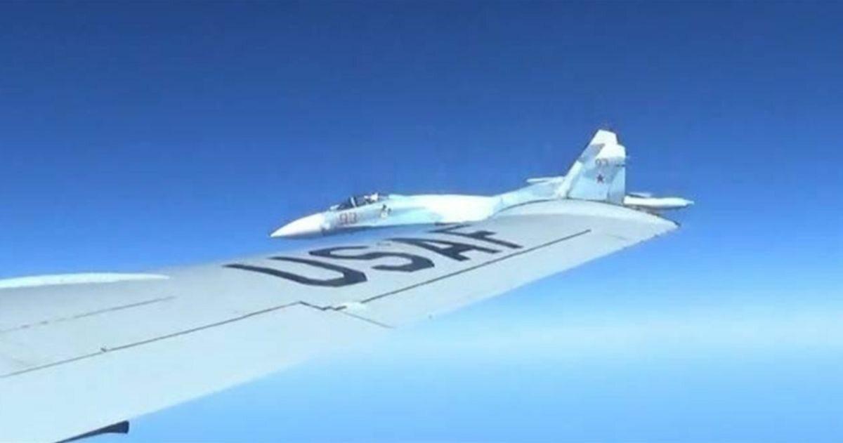 Incydent nad Bałtykiem. Rosyjski Su-27 półtora metra od samolotu USA