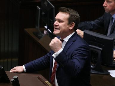 """Tarczyński oskarża Tuska o zdradę dyplomatyczną. """"Nie ominie okazji, by..."""