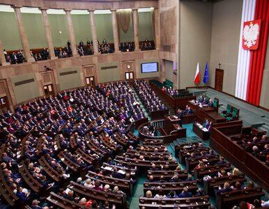 """""""Kaczyński chce mieć posłów z tabletu"""". Opozycja o zapowiedzi częściowo..."""