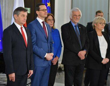 """Nowo wybrani europosłowie odebrali zaświadczenia od PKW. """"Idziecie..."""
