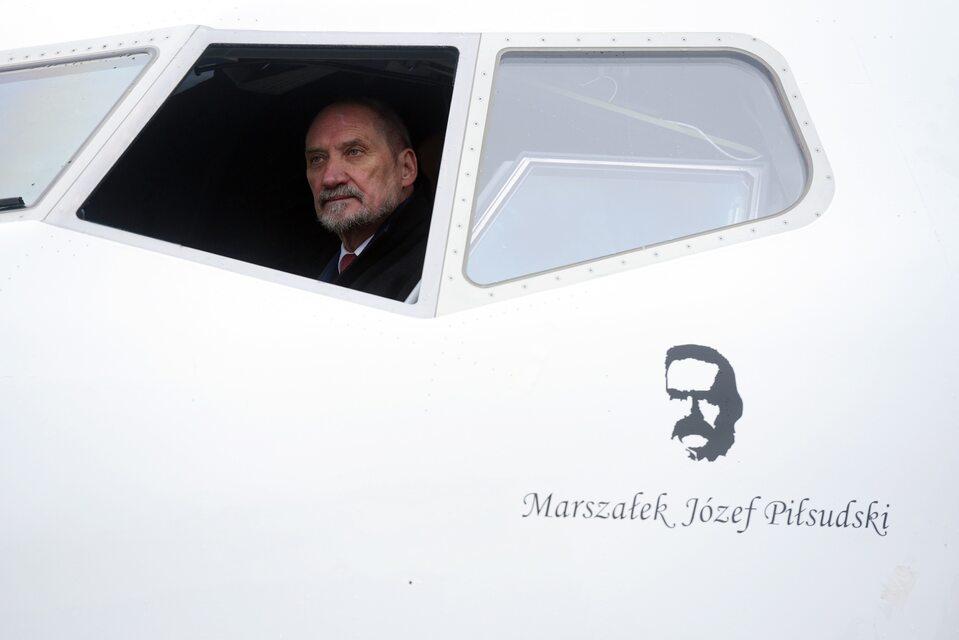 Antoni Macierewicz w nowym boeingu