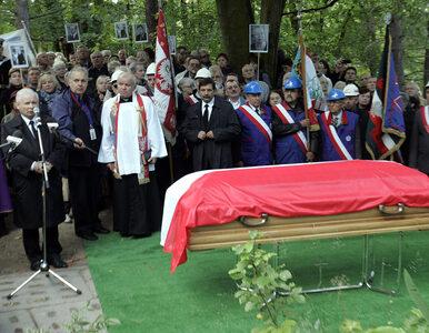 Wnuk Walentynowicz: Znam parę osób, które domagają się ekshumacji