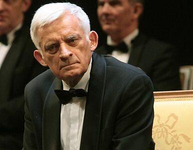 """ACTA - Buzek broni rządu. """"Bo zachowuje się powściągliwie"""""""