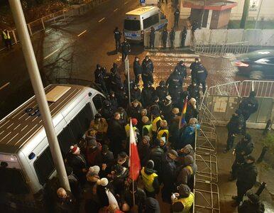 """Policja pokazuje agresję na protestach. """"Komu i czemu mają służyć takie..."""