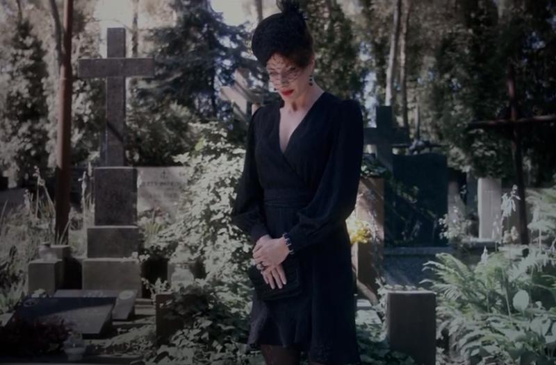"""Screen z video promującego """"Żałobnicę"""""""