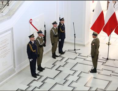 Odsłonięto tablicę Lecha Kaczyńskiego. W tle skandal z dziennikarzami