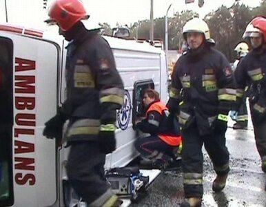 Opole: karetka przewróciła się po zderzeniu z autobusem