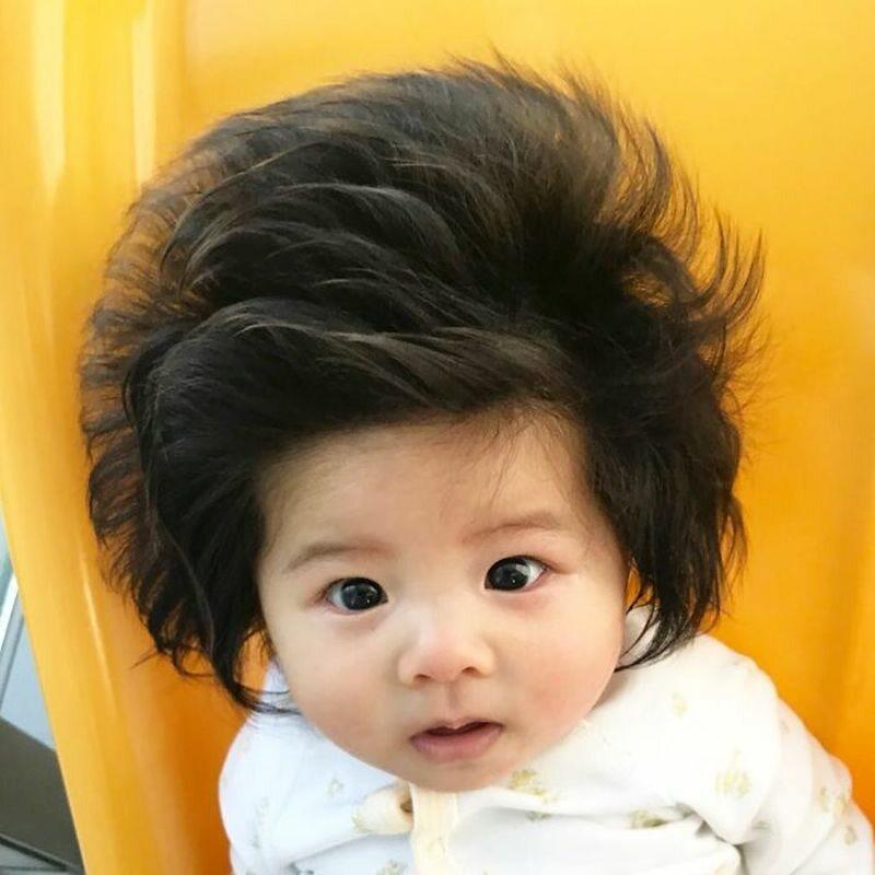 Chanco. Dziewczynka z niezwykle dlugimi włosami
