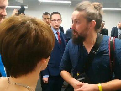 """Fotoreporter """"Wyborczej"""" wyrzucony przez ochroniarzy. Emilewicz i Bielan..."""