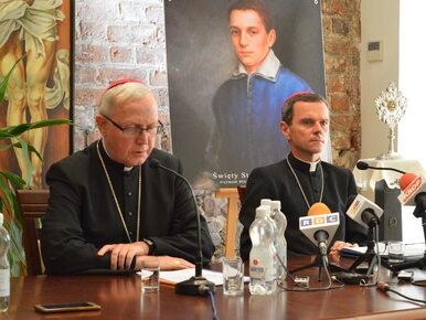 """Biskup płocki przedstawia wstydliwe statystyki. """"Przepraszam za..."""