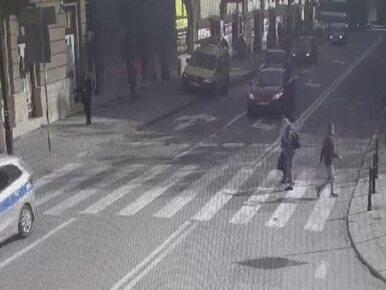 Potrącił kobietę na pasach. Policja publikuje szokujące nagranie