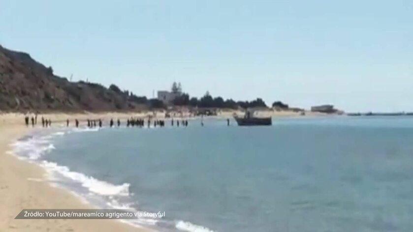 Migranci z Afryki szturmują wybrzeże Sycylii