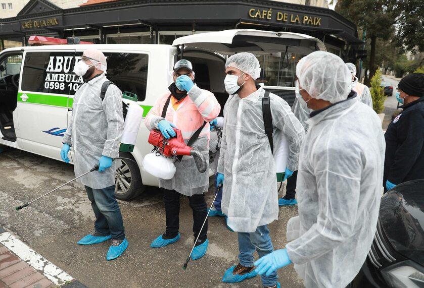 Służby sanitarne walczą z koronawirusem