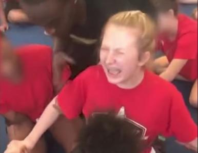 Trener cheerleaderek zwolniony. Nagranie krzyczącej z bólu 13-latki...