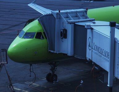 Nagi mężczyzna w kolejce do samolotu. Dla pracowników lotniska miał...