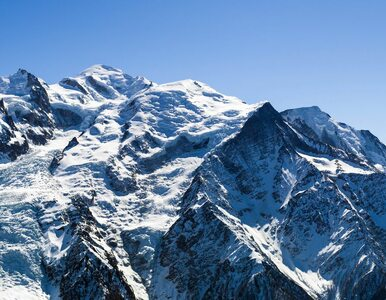 Zamknięte drogi i ewakuowani turyści. Z Mont Blanc może oberwać się...