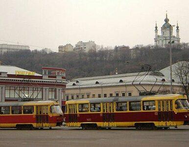 Kijów otacza się torami