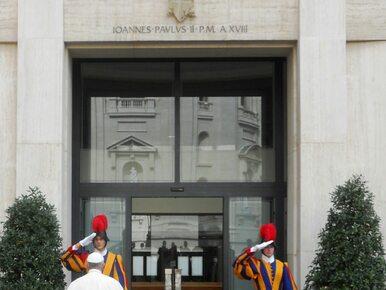 Rzecznik Watykanu: Papież Franciszek potknął się i  przewrócił
