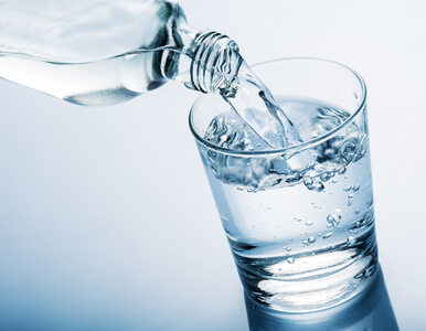 Woda mineralna czy źródlana?