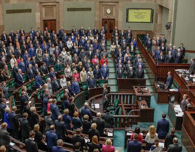"""Sondaż. Duże zmiany na """"podium"""", Nowoczesna poza Sejmem"""