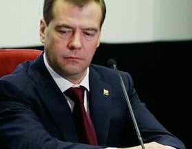 Miedwiediew: nadmierna koncentracja władzy grozi wojną domową