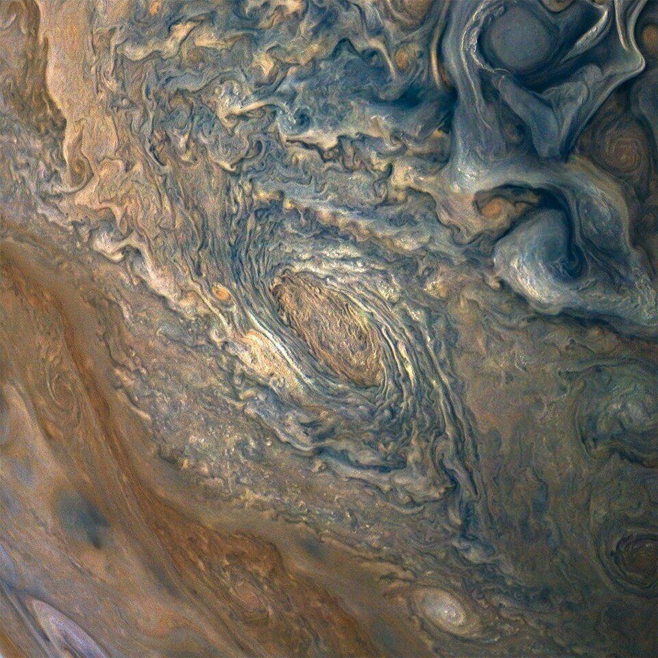 Jowisz w obiektywie sondy kosmicznej Juno