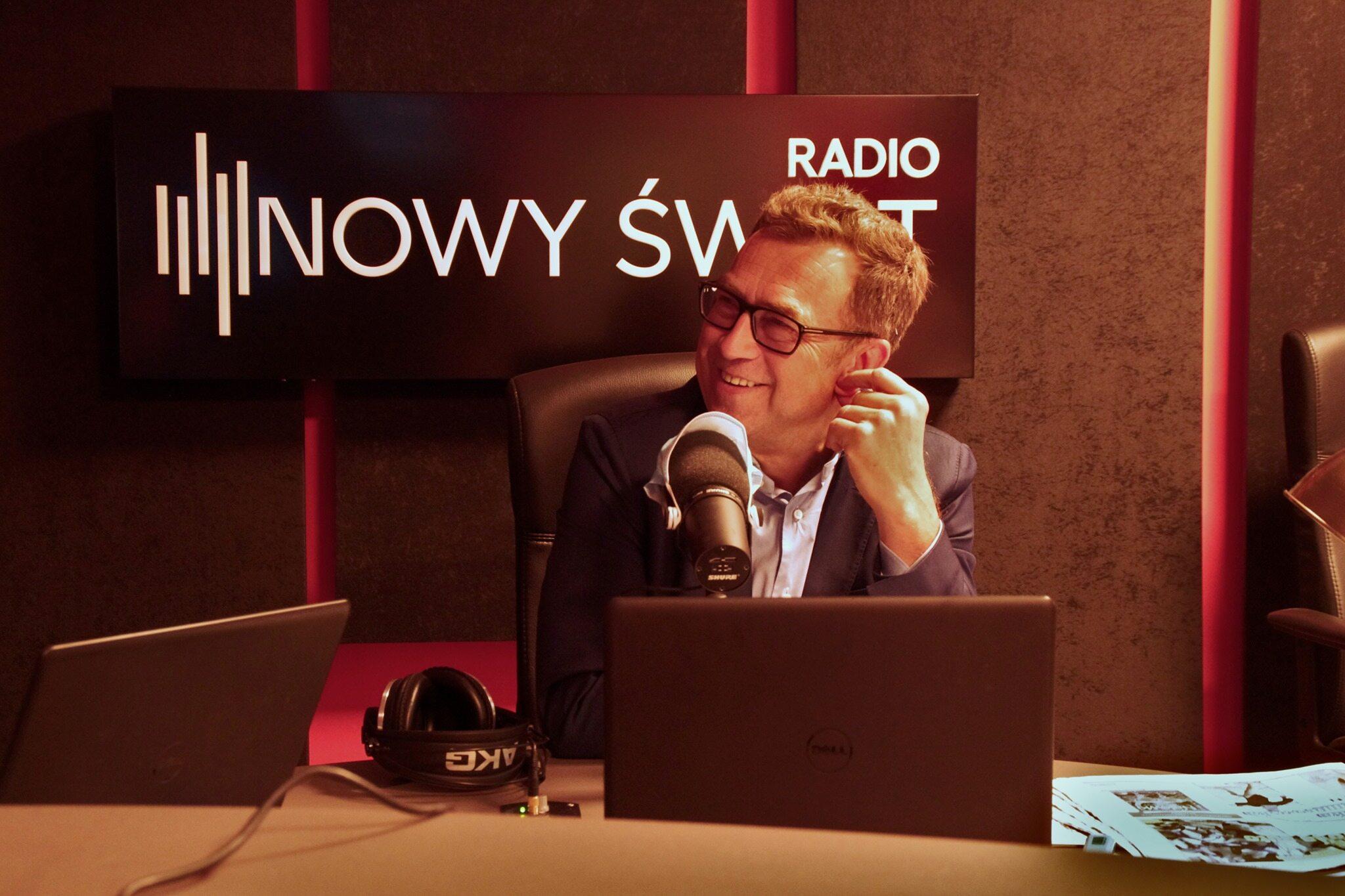 Maciej Orłoś prowadzi poranną audycję w Radiu Nowy Świat