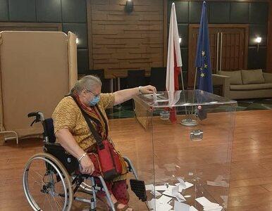 Polska lekarka porusza się na wózku. Pokonała tysiąc kilometrów, by...