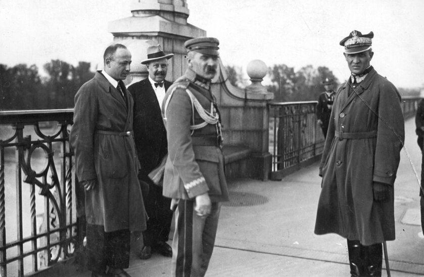 Józef Poniatowski na Moście Piłsudskiego w towarzystwie ge. Gustawa Orlicz-Dreszera