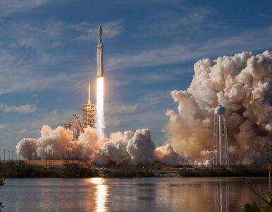 Falcon Heavy wystrzelony w kierunku Marsa. Zobacz spektakularny start...
