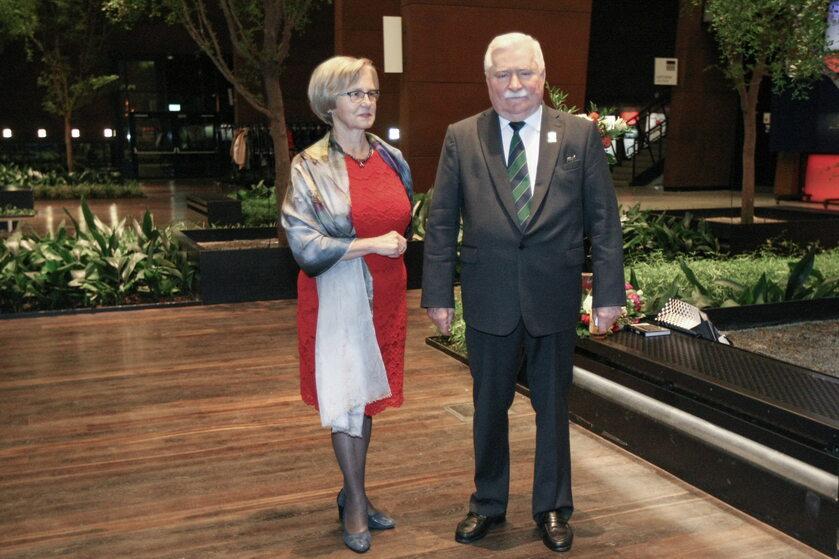 Lech i Danuta Wałęsowie podczas 74. urodzin byłego prezydenta